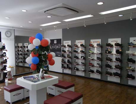 MBT walking shop Yokohama Motomachi